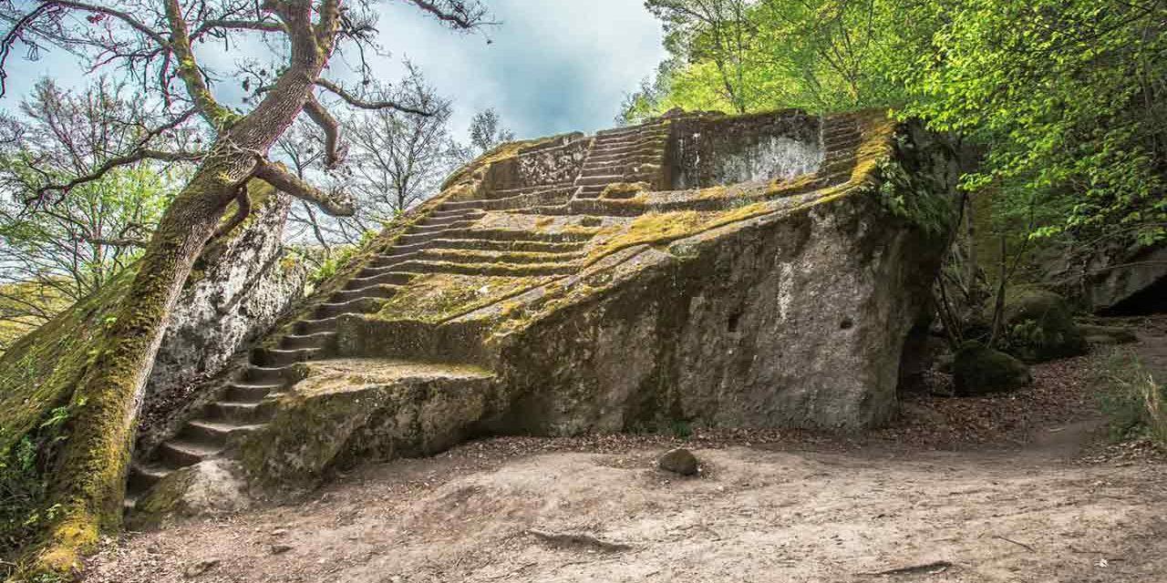 Clicca sull'immagine per ingrandirla.  Nome:   piramide-bomarzo-1280x640.jpg Visite: 144 Dimensione: 223.1 KB ID: 154110